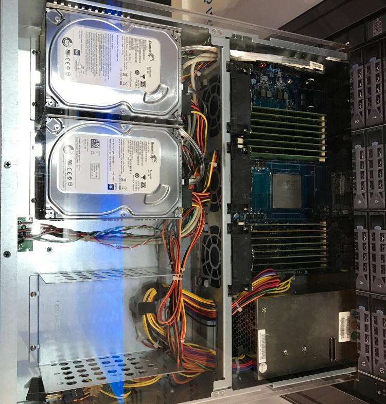 Сервер Kontron на базе X-Gene 3: два винчестера Seagate Barracuda